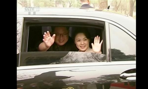 Ким прибягва до сестра си и жена си, за да смекчи имиджа