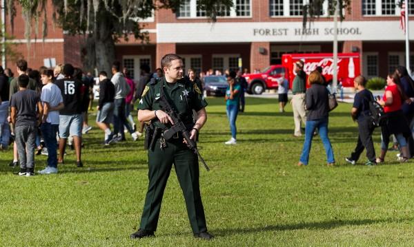 Флорида: 19-годишен откри стрелба в гимназия и се...извини