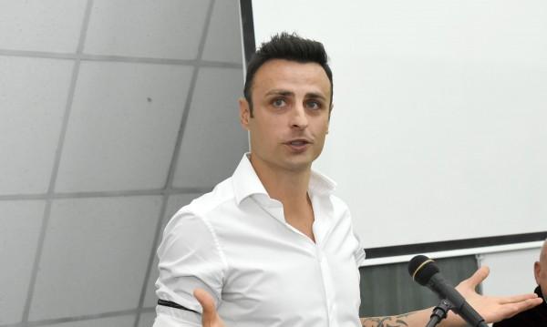 Бербатов спира с футбола, ако не си намери нов отбор