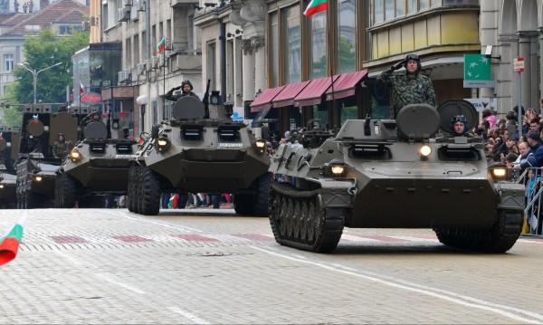 """С-300, """"Кугър"""", БТР-и… Властта замисля внушителен военен парад!"""