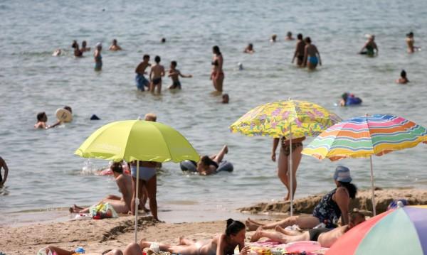 """""""Братушките"""" запяха през май: Черно море – много е добре! Ангелкова доволна!"""