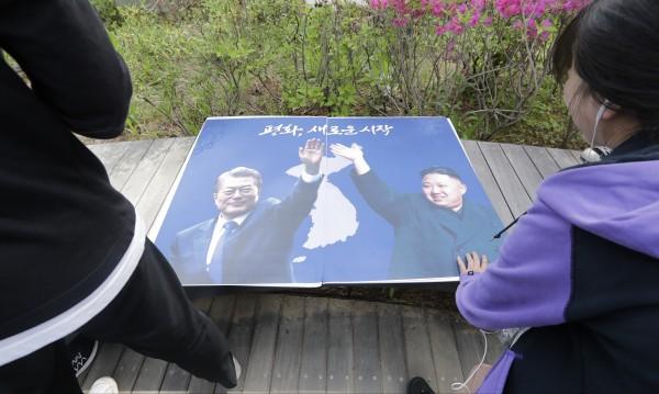 Пропаст дели поколенията в Южна Корея! Какво мислят за Севера?