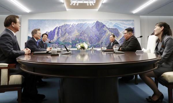Корейска символика – дори в самата маса за преговори