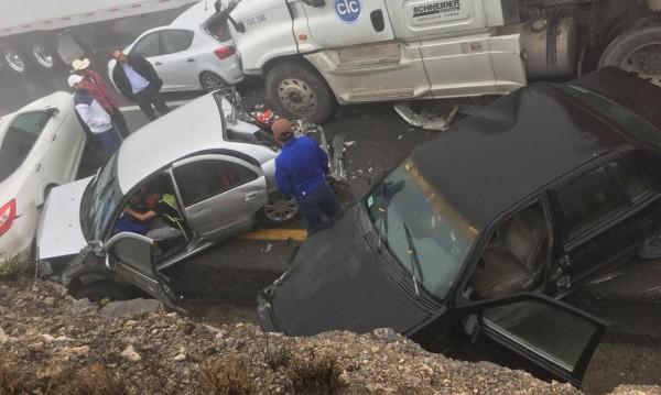 50 коли се сблъскаха в тежка катастрофа в Мексико