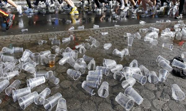 Сбогом, чашки и чинийки от пластмаса! Мокри кърпички, на вас също!