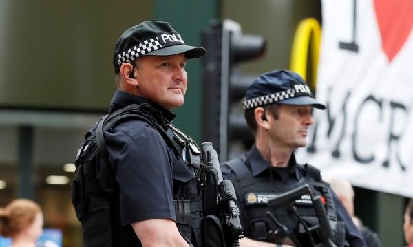 Неизвестен нападна трима души с киселина в Лондон