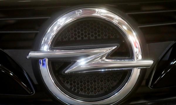 Не може да бъде! Глоба за шофиране с 696 км/ч. на Opel Astra