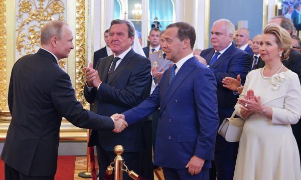 Очаквано: Путин предложи за премиер... Медведев