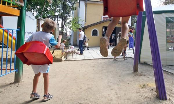 Ново за детските: С доход до 500 лева – 80% от помощта