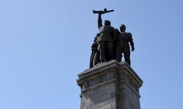 Тоталитарно ли е – отричаме го... Комунизмът – по-приемлив е!