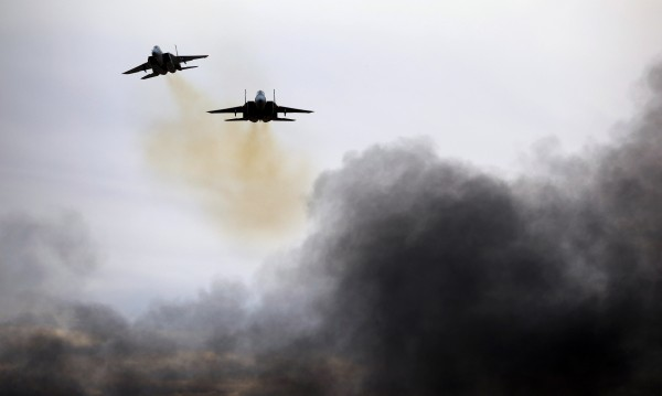Израел поразил десетки ирански военни цели в Сирия