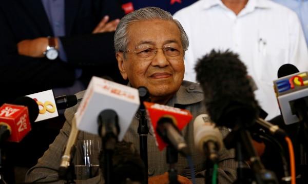Властта в Малайзия поема 92-годишният Махатхир Мохамад