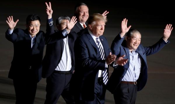 Тримата освободени от Пхенян американци кацнаха в САЩ