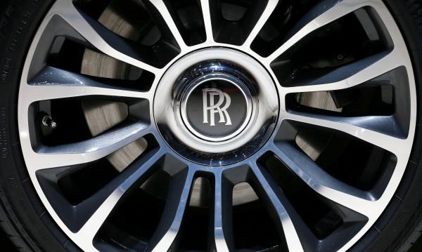 Кросоувърът на Rolls-Royce... дни преди премиерата му