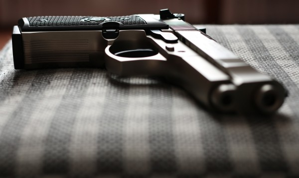60-годишна заплаши с газов пистолет друга жена
