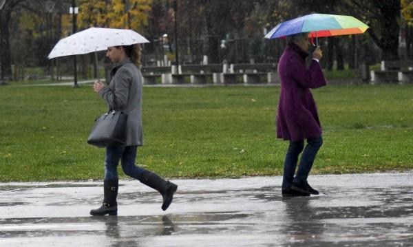 Май се намръщи: Облаци и дъжд ни очакват днес