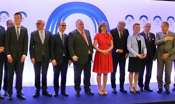 Реалистично от Захариева: 2025 г. – Балканите в ЕС
