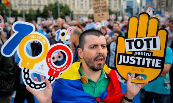 Хиляди на протест в Румъния срещу политиката на кабинета