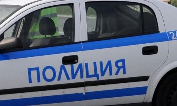 Трима мотористи се удариха в кола край село Лозенец