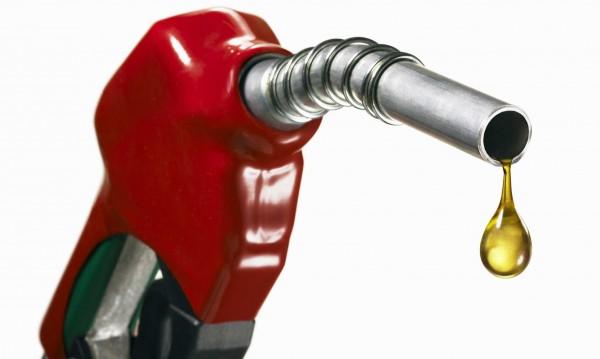 Бензиностанции опипват пазара, пробват 2,30 лева за литър. Може и повече!