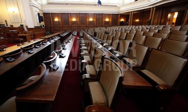 Депутатските заплати намаляха! НСИ-то ги поряза с 200 лева