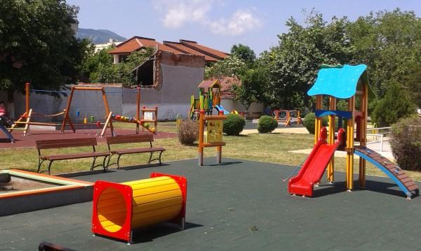 Враца: Щастливо детство... под рушаща се сграда