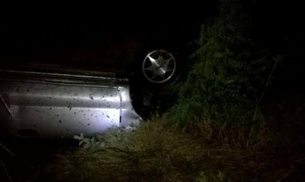 Кола с младежи излетя от пътя, един е тежко ранен