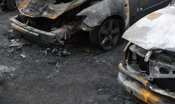 Среднощен палеж! Пет автомобила лумнаха в Бургас