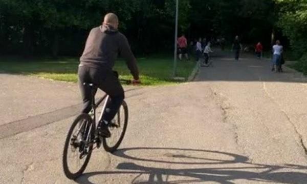 Майката на велосипедиста, блъснал дете: Излязло е внезапно!