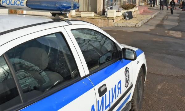 Арестуваха полицаи в София! Изнудвали наркоман за пари