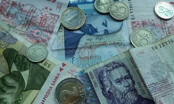 Сметка с кръчмар (НСИ): Доходите ни растат, разходите – още повече