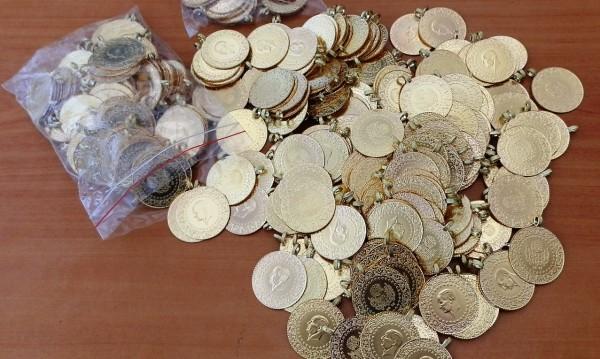 Задържаха 312 златни монети на Капитан Андреево