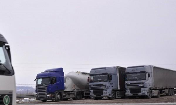 Колони: 200 камиона и автобуса посрещат евролидерите