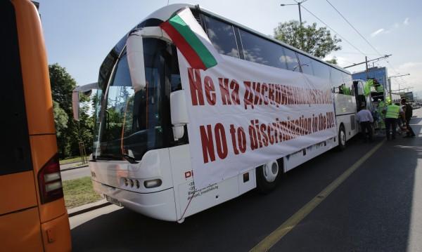 """Мирно, тихо... превозвачите изкараха камионите по """"Цариградско"""""""