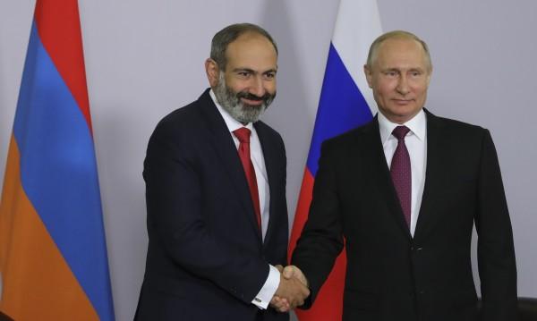 Посланията на Пашинян към Путин – оръжия и пари