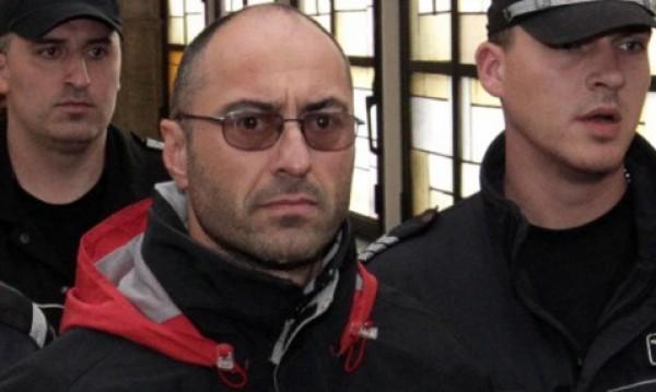 Избягал затворник праща писмо, а полицията още го търси