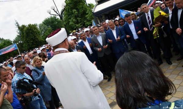 29 г. по-късно на площада на Джебел... Турци срещу турци