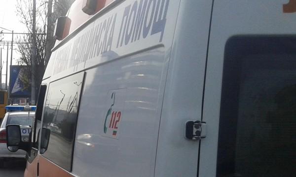 Шофьор се удари в два автобуса, пострада тежко