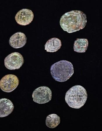 Закопчаха чужденец, опитал се да изнесе над 700 старинни монети