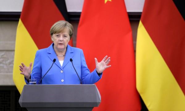 Меркел: Държим на ядреното споразумение с Иран