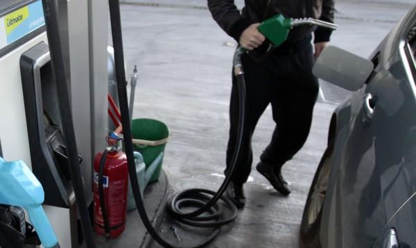 Бум на цените на бензина в Гърция – €2 за литър