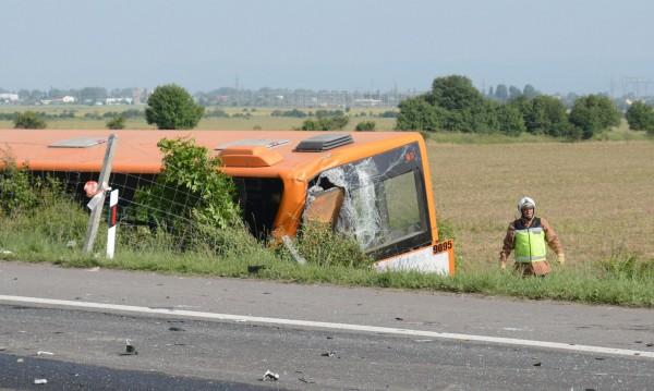 Шофьорът, избутал автобуса – остава зад решетките
