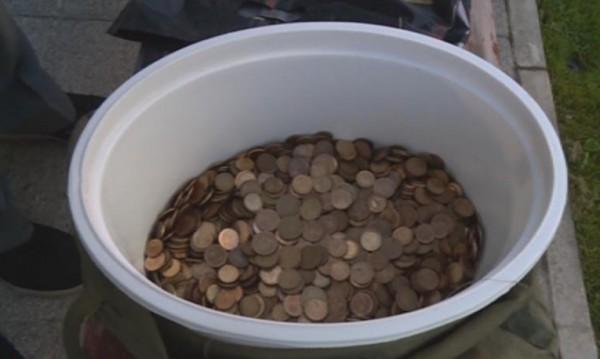 Протест в стотинки! 15 кг монети за такса смет на пустеещ имот