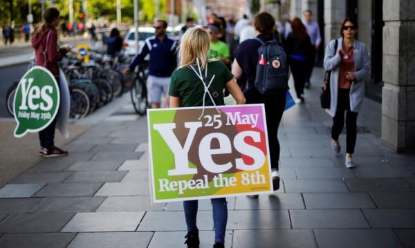 Екзитпол: Ирландците отхвърлят забраната за абортите