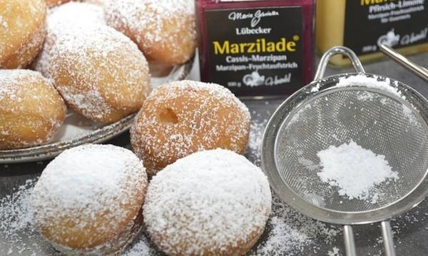 Рецептата Dnes: Бухти със сладко и пудра захар