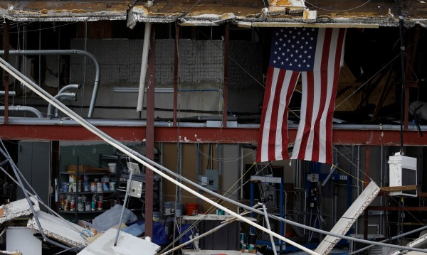 Дърво уби журналисти, отразявали последиците от буря в САЩ