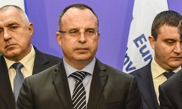 Младите с мотиките, радва се министър Порожанов