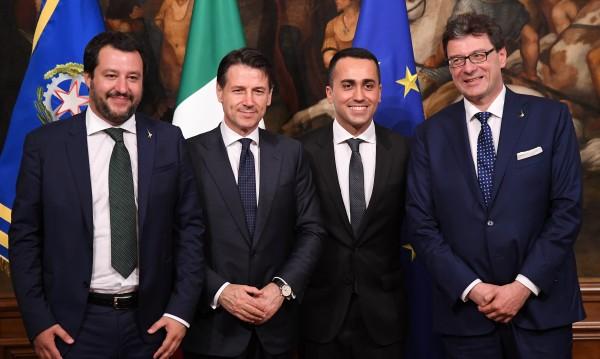 """""""Пет звезди"""" празнува в Рим влизането си във властта"""