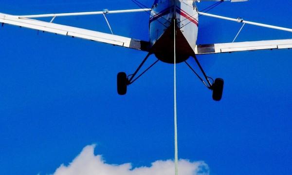 Моторен самолет падна край Казанлък при кацане