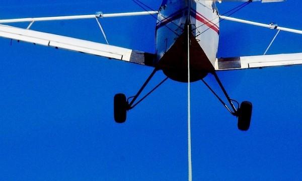 Баща и 6-годишно с охлузнавия при инцидента със самолета